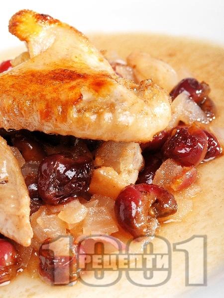 Печено пиле с бекон и вишни - снимка на рецептата